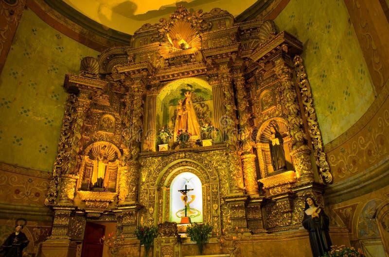 QUITO, ECUADOR 23 MEI, 2017: Binnenmening van de Basiliek van de Nationale Gelofte, een Roman Catholic-kerk, Quito, Ecuador royalty-vrije stock afbeeldingen
