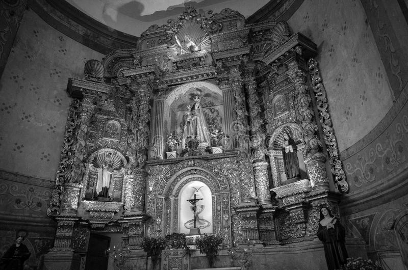 QUITO, ECUADOR 23 MEI, 2017: Binnenmening van de Basiliek van de Nationale Gelofte, een Roman Catholic-kerk, Quito, Ecuador stock foto