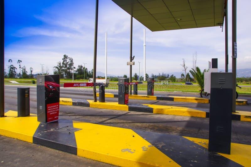 Quito, Ecuador - November 23 2017: Sluit omhoog van tol bij binnengaan van de Mariscal Sucre Internationale Luchthaven van de sta stock fotografie