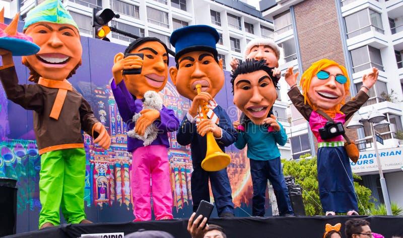 Quito Ekwador, Grudzień, - 31, 2016: Tradycyjni monigotes lub faszerować atrapy reprezentuje postacie polityczne, anime lub fotografia stock