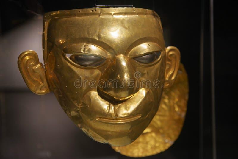 QUITO, EQUADOR - 24 DE AGOSTO DE 2018: Feche acima da cara dourada bonita do Inca dentro do museu da ágora do EL situado no la do fotos de stock