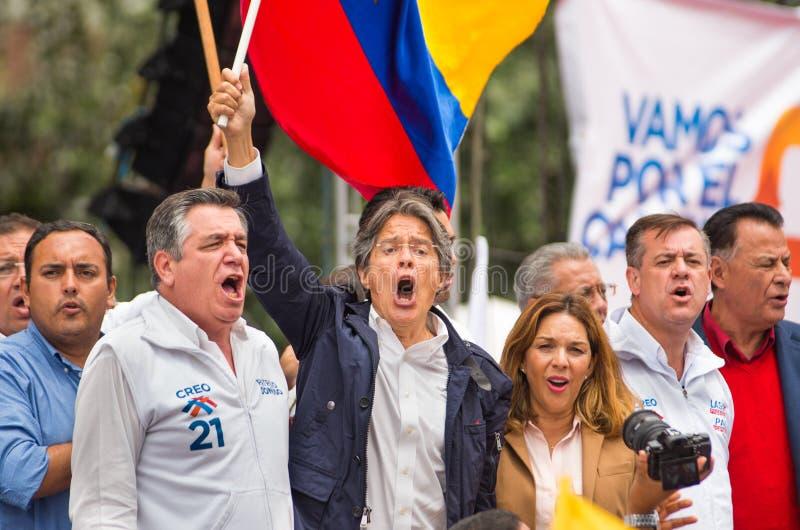 Quito, Equador - 26 de março de 2017: Guillermo Lasso, candidato para o movimento de CREO, junto com seu binomial, Andres Paez fotos de stock