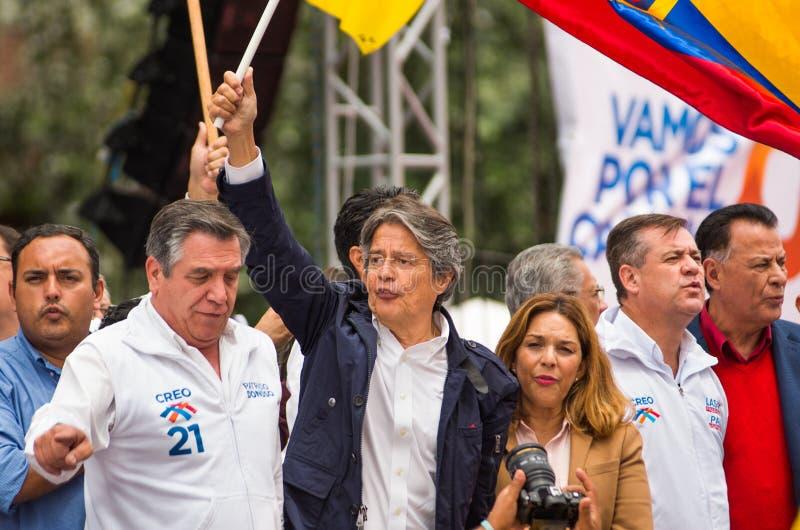 Quito, Equador - 26 de março de 2017: Guillermo Lasso, candidato para o movimento de CREO, junto com seu binomial, Andres Paez fotos de stock royalty free