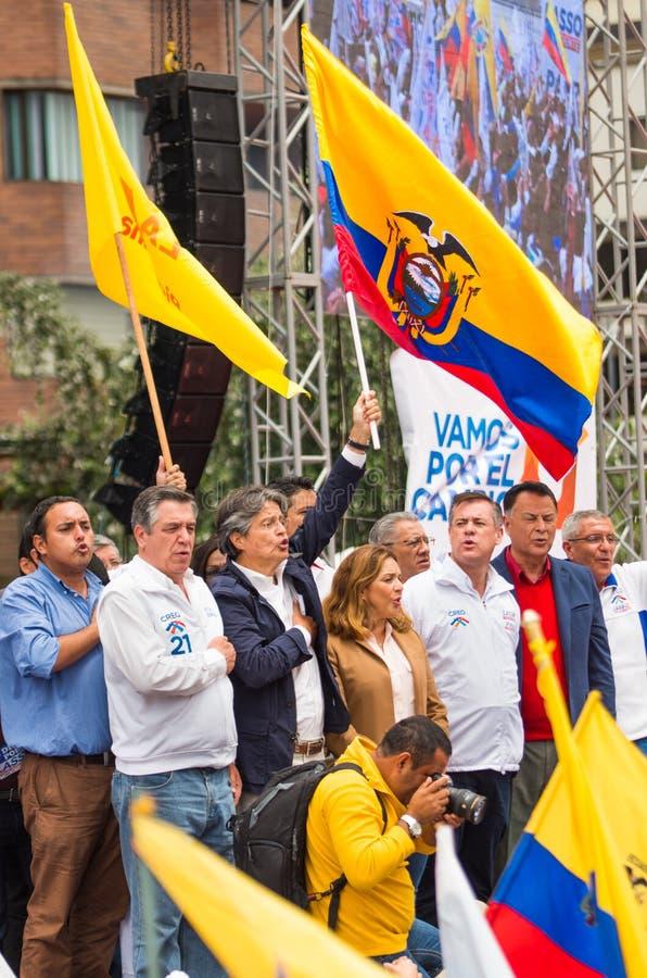 Quito, Equador - 26 de março de 2017: Guillermo Lasso, candidato para o movimento de CREO, junto com seu binomial, Andres Paez fotografia de stock royalty free