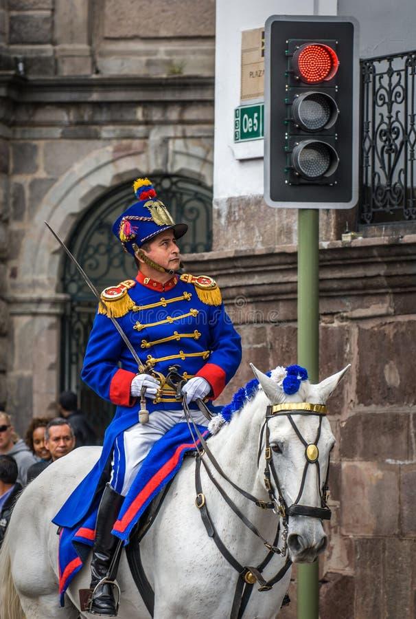 QUITO, EQUADOR - janeiro, 14: Los Granaderos de Tarqui, o guar fotografia de stock royalty free