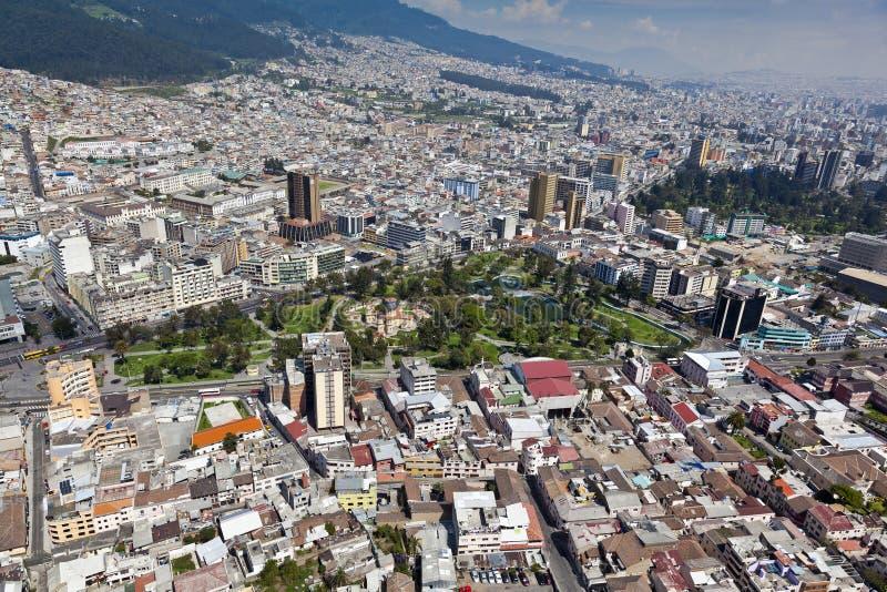 Quito La Alameda parkerar royaltyfri foto