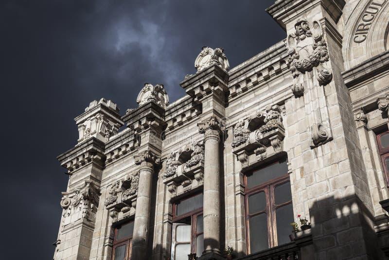 Quito - vieille ville - détail colonial d'architecture photos stock