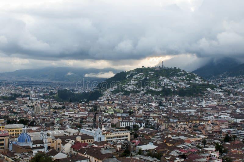 Quito vieja en la puesta del sol fotos de archivo libres de regalías