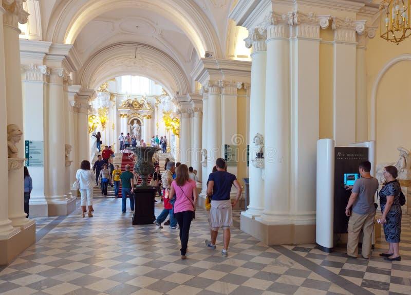 Quittez dans l'ermitage d'état. St Petersburg image stock