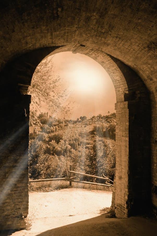 Quittez du tunnel dans le castlecastle image stock