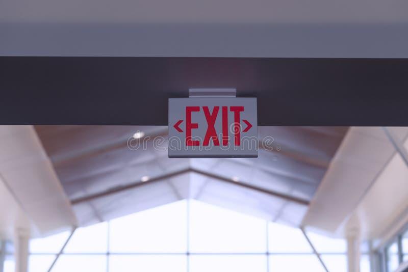 Quittez le signe Signe rouge de sortie de secours photo stock