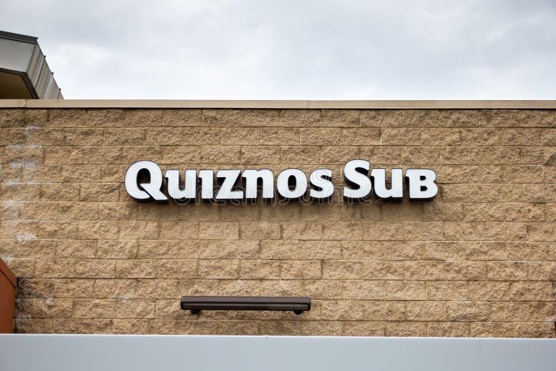 Quiznos underrestaurangtecken royaltyfria bilder