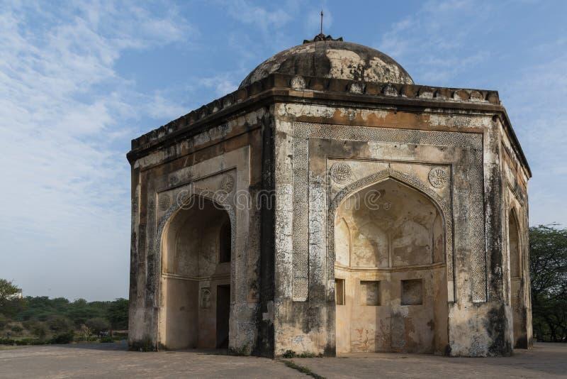 Quli Khan Tomb ou Chambre de Metcalfe en parc archéologique de Mehrauli image libre de droits