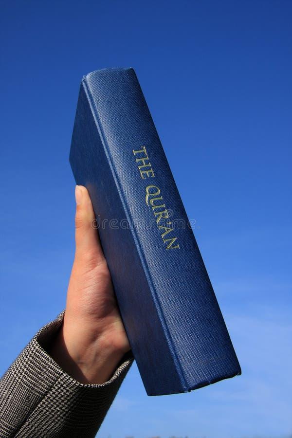 Qur'An su cielo blu fotografia stock libera da diritti