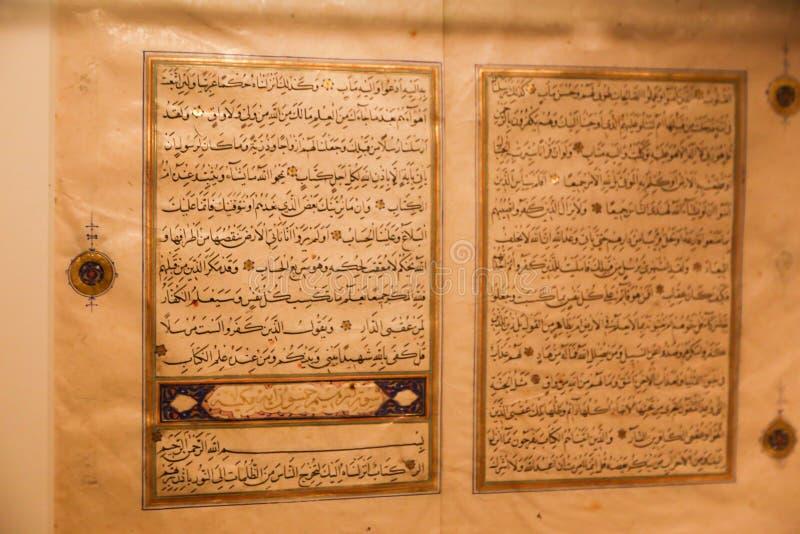 Quran bij Islamitisch Kunstenmuseum - Sharjah royalty-vrije stock foto