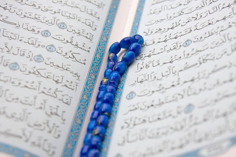 Quran e rosário fotografia de stock