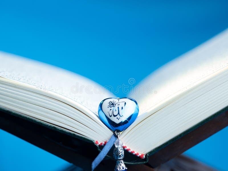 Quran, el libro sagrado islámico fotografía de archivo