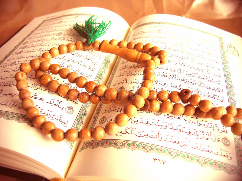 Quran y granos de Dhikr fotografía de archivo libre de regalías