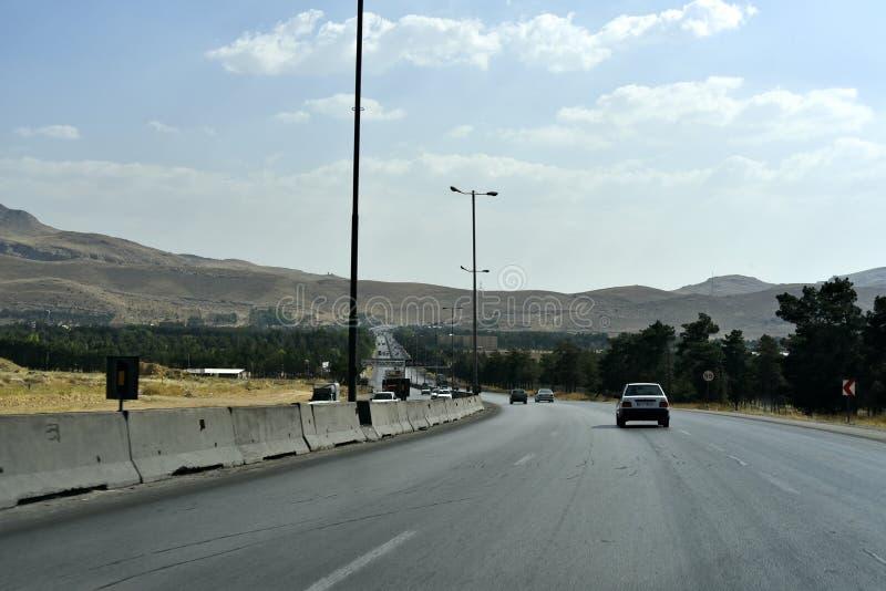 QuranportDarvazeh-e Quran, Shiraz, Fars landskap, Iran, Juni 22, 2019 den flyg- sikten av den Shiraz staden royaltyfria foton