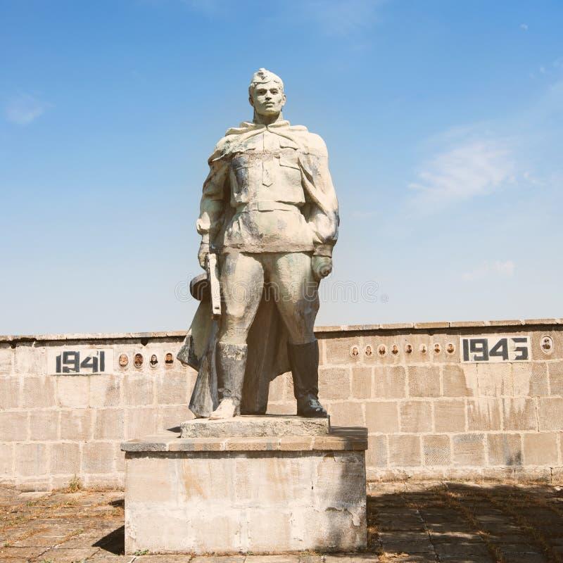 Qurbanci monument royaltyfria bilder