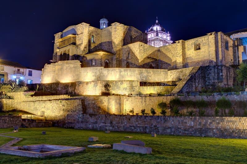 Qurikancha eller Coricancha eller Inti Kancha eller Inti Wasi eller Kiswar Kancha eller Inca Wiracocha tempel och slott i Cusco,  royaltyfria bilder