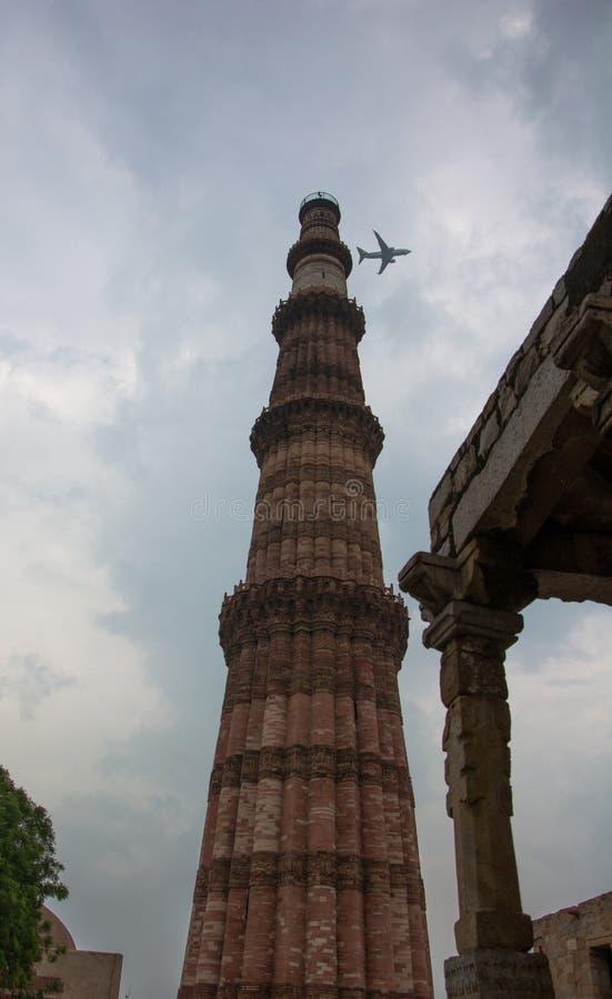 Qutab或Qutub Minar陵墓,被拍的照片,当通过一架飞机在德里,印度时 免版税库存照片