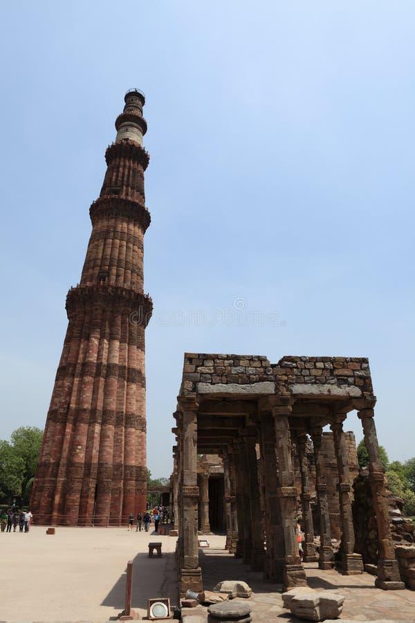 Qutab Minar in New Dehli Indien lizenzfreie stockbilder