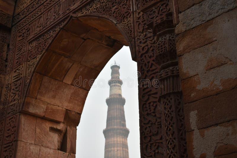 Qutab minar wysoki mugal pozazdroszczenie obraz stock