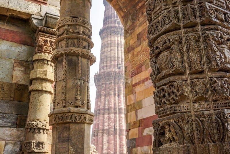 Qutb Minar jest światu wysokim ceglanym minaretem indu zdjęcie royalty free