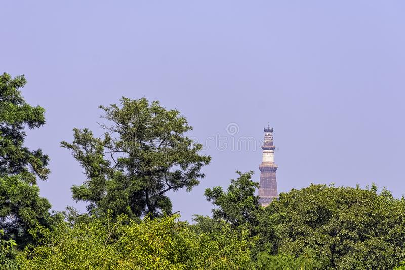 Qutb Minar wierza przy Qutub Minar kompleksem - New Delhi, India zdjęcia royalty free