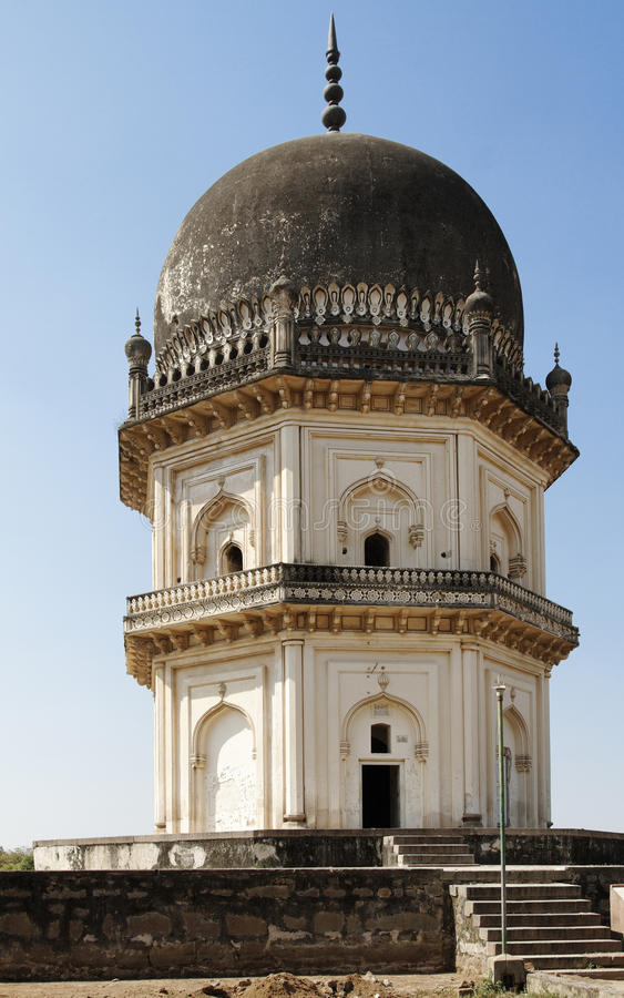 Qutb Shahi achteckiges zwei Geschichte-Mausoleum stockfotografie