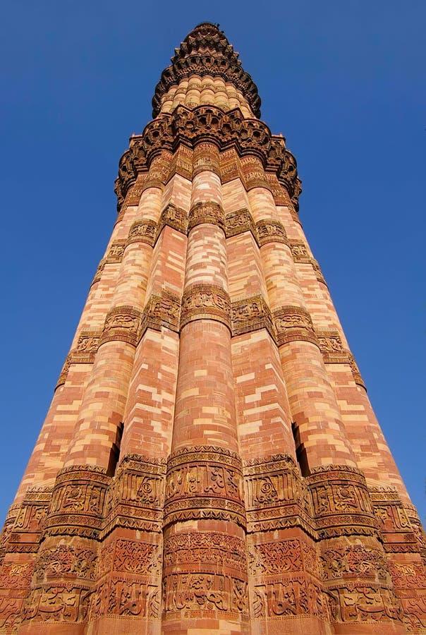 Qutub de minar-langste baksteenminaret in de wereld stock foto