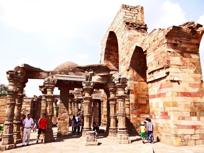 Qutub Minar ruiny w Delhi i podwórze zdjęcie royalty free