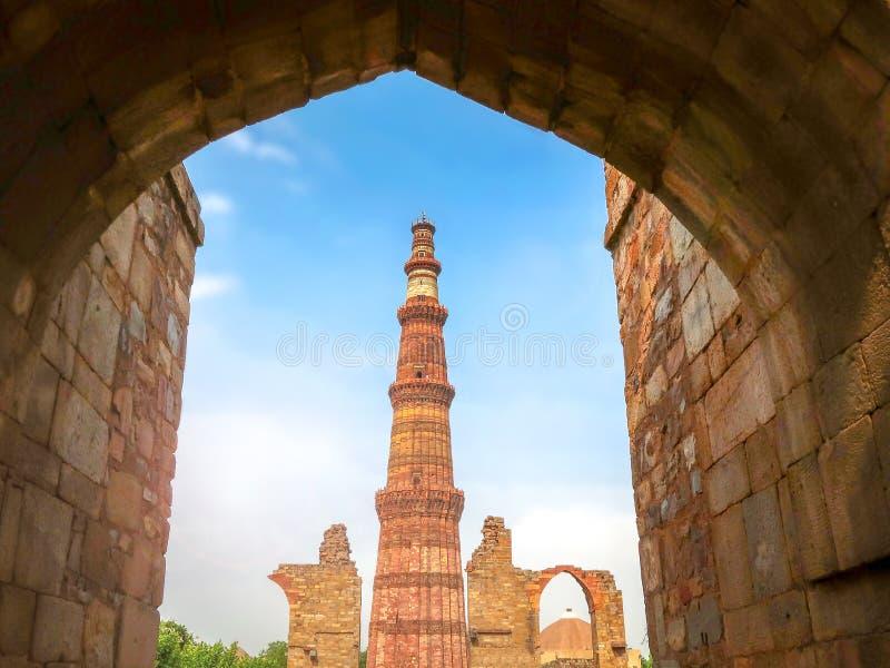 Qutub Minar, sito del patrimonio mondiale dell'Unesco a Nuova Delhi, India fotografia stock libera da diritti