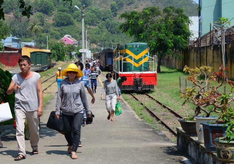 Quy Nhon火车站的乘客 库存图片