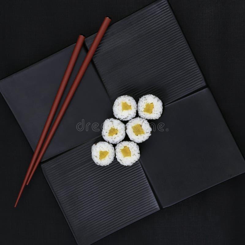 Rábano conservado en vinagre Takuwan Maki Sushi foto de archivo libre de regalías