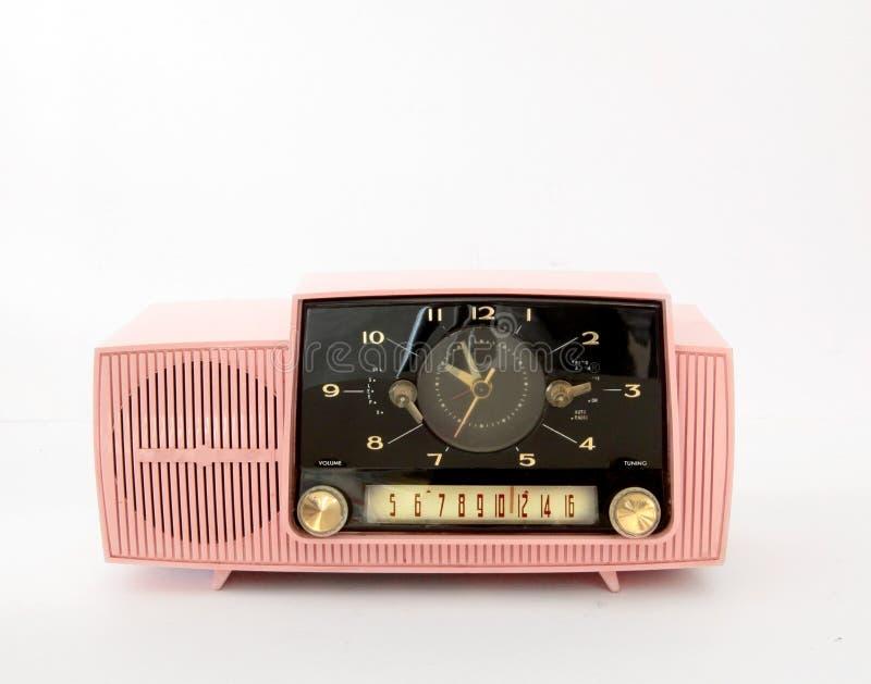 Rádio cor-de-rosa do AM do plástico no branco imagem de stock