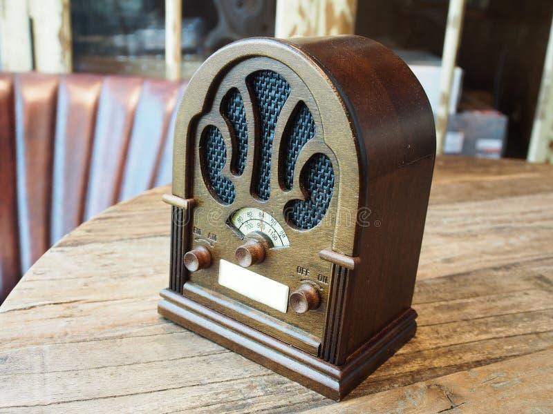 Rádio da madeira do vintage fotografia de stock