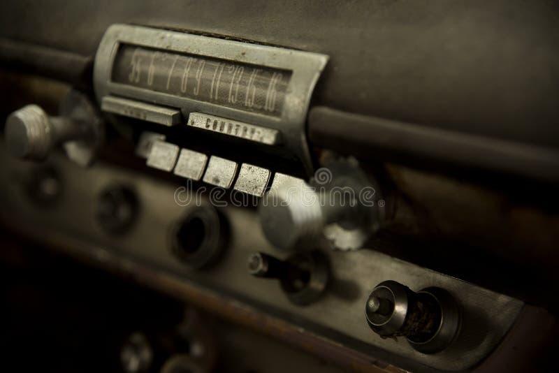 Rádio do carro velho 2 do músculo do vintage imagens de stock
