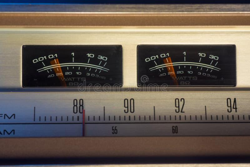 Rádio do vintage com medidores do VU fotos de stock