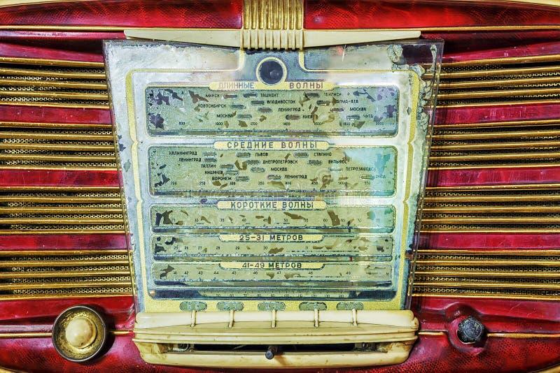 Rádio retro inscrição do painel de exposição no russo: waveband de fotografia de stock