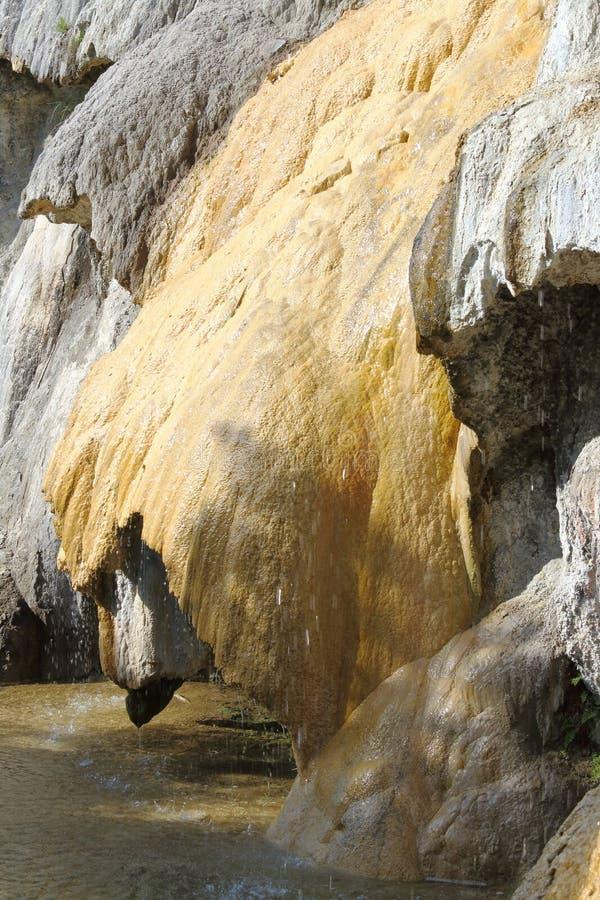 Réotier,法国上阿尔卑斯省石化喷泉的岩层  库存照片