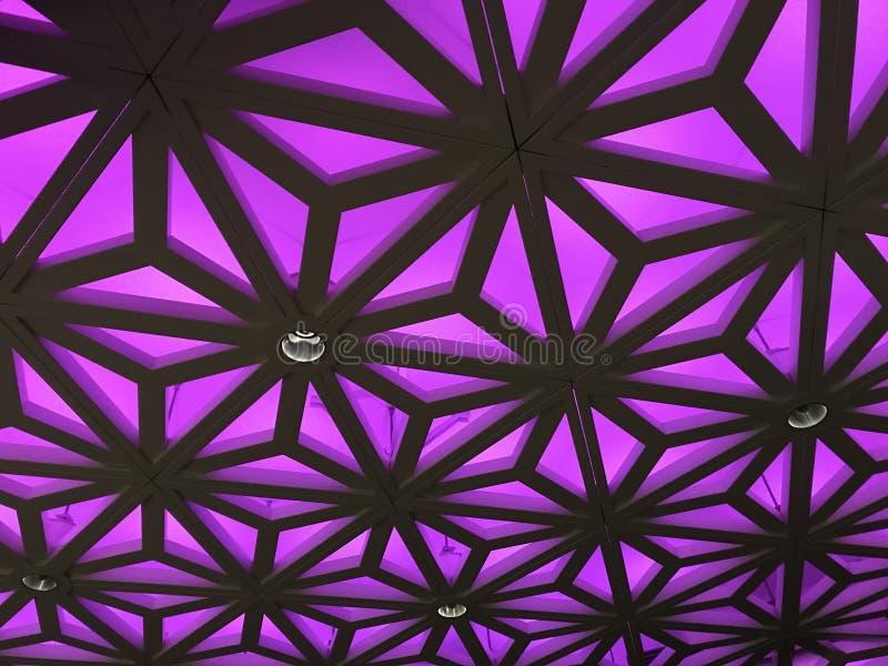 Różowy koloru dach lub sufitu deseniowy tło zdjęcia royalty free