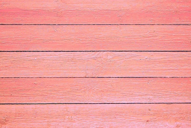 Różowy koral malująca drewniana deski tła tekstura Deski tekstura drewno stół malował w Żywym koralu zdjęcia stock