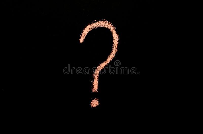 Różowy znak zapytania na blackboard zdjęcie royalty free