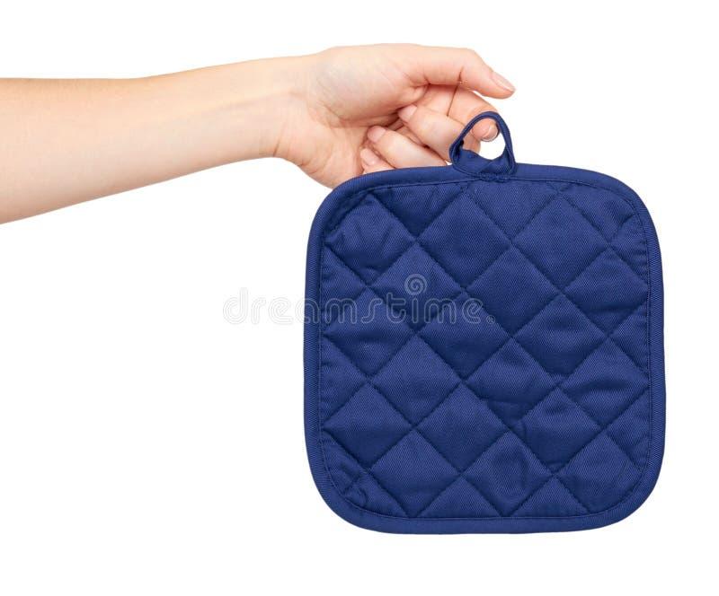 Ręka z błękitną kuchenną rękawiczką, upał ochroną i bezpieczeństwem, obrazy royalty free