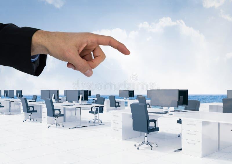 Räcka att peka i luft av kontorsskrivbord med himmel fotografering för bildbyråer