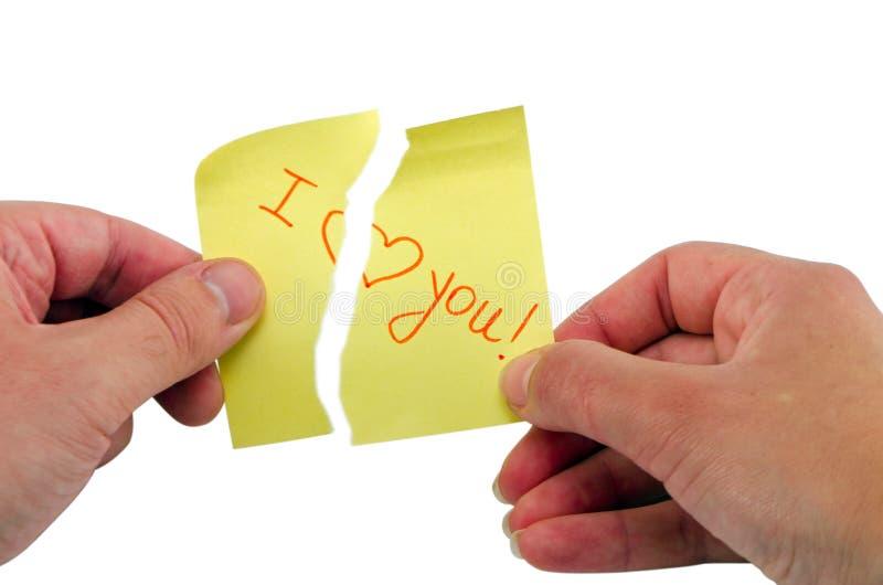 Räcka den pappers- bristningspinnen formulerar mig älskar dig hjärta royaltyfri fotografi