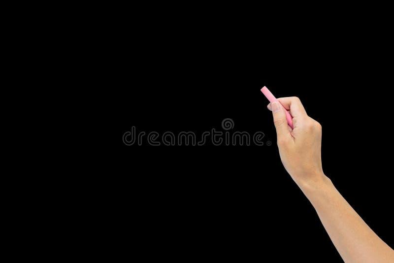 Räcka hållande rosa krita och starten för att skriva på svart royaltyfri fotografi