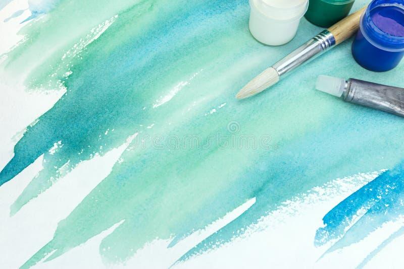 Räcka målad vattenfärgbakgrund på texturerat papper i gräsplan Co arkivfoto